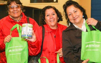 Jóvenes y Adultos Mayores encabezan deudas en Chile